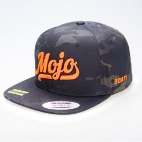 Mojoboats Script logo keps Svart Camo